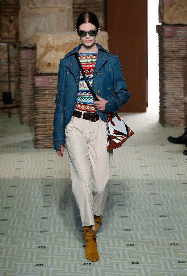 Vaaleaa denimiä nähtiin myös runwaylla: tässä Isabel Marantin tyyliä ensi syksylle.
