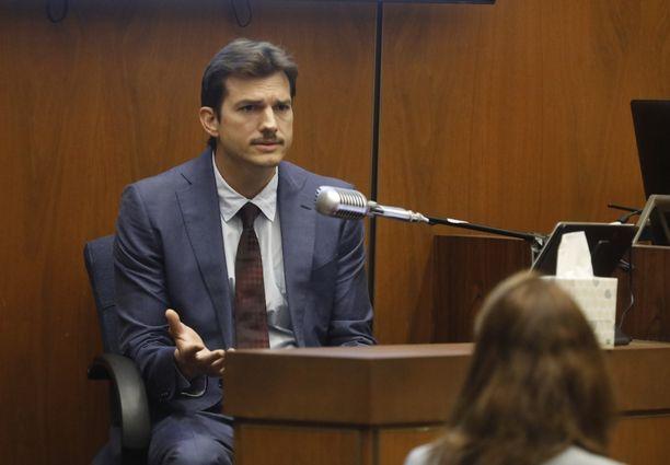 Ashton Kutcher oikeudessa.