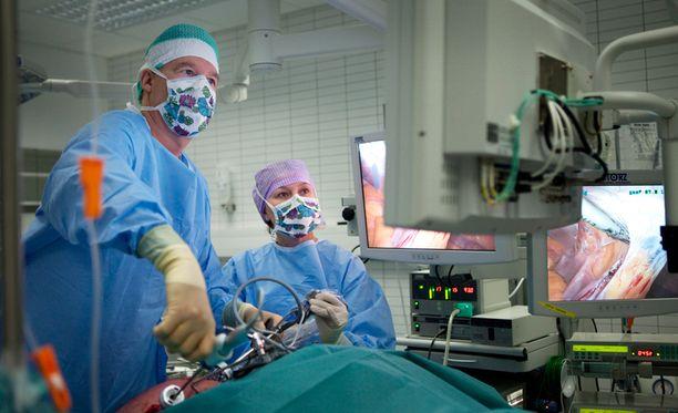 Suomessa tehdään vain alle tuhat lihavuusleikkausta vuodessa. Kuvassa vuonna 2010 suoritettu leikkaus.