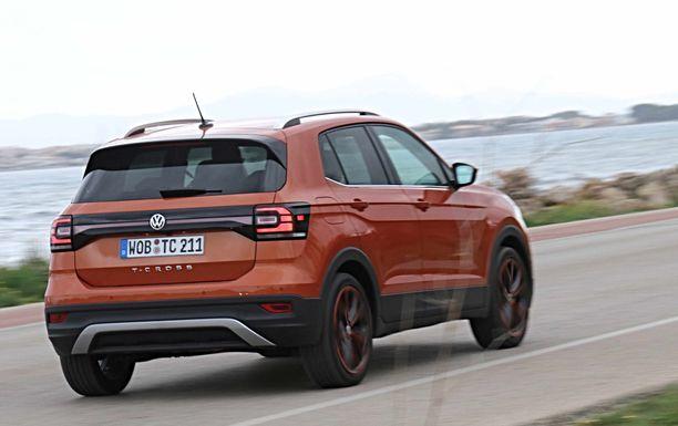 Takapään ilmettä leimaa valojen väliin sijoittuva heijastinpaneeli, joka saattaa jatkossa ilmestyä myös muiden Volkswagen SUVien takaosaan.