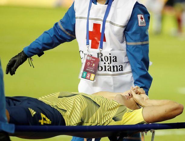 Santiago Arias oli tuskissaan, kun hänet kannettiin kentältä.