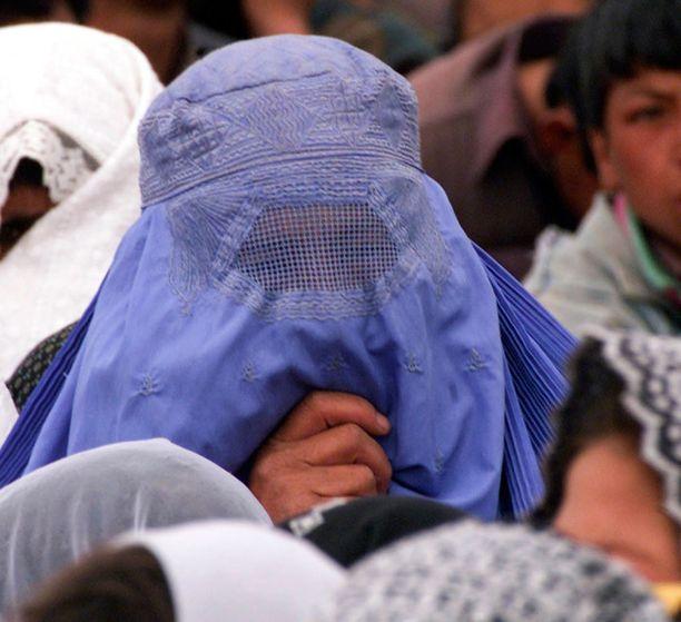 Taliban säätelee tiukasti naisten elämää.