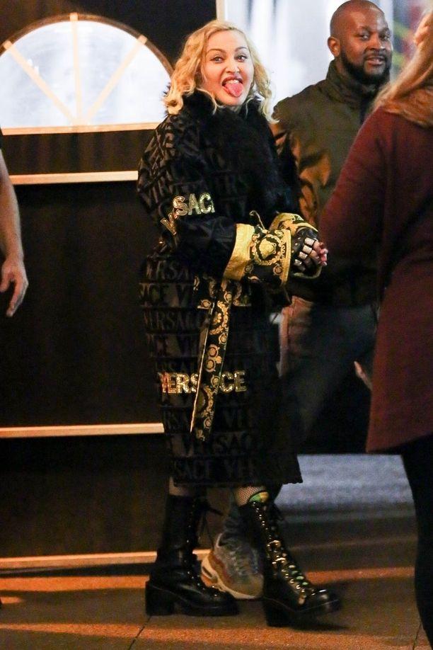 Madonnan syyt kuvan vohkimiselle jäivät pimentoon.