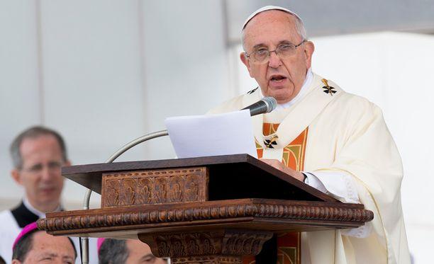 Paavi on viime kuukausina vaatinut lukuisia kertoja konfliktien lopettamista.