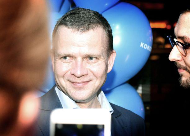 Kokoomuksen puheenjohtajalla Petteri Orpolla riitti puolueen vaaliristeilyllä selfie- ja keskusteluseuraa, vaikka laiva ei täynnä ollutkaan.