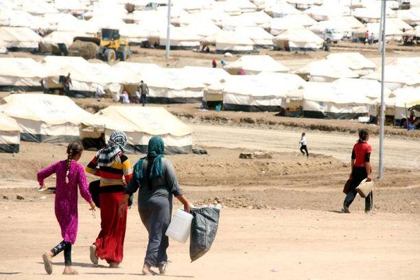Yesidien asuttama pakolaisleiri lähellä Irakin rajaa Kurdistanissa. Isisin miehet ovat raiskanneet jesidinaisia ja -tyttöjä systemaattisesti.