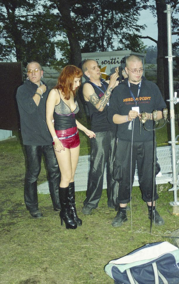 Circus Absurdus Mundus -ryhmän mukana oli myös Rakel Liekki.