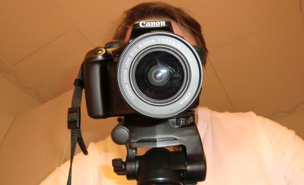 Käräjäoikeus määräsi tuomitun käyttämän kameran rikoksentekovälineenä valtiolle menetetyksi. Kuvituskuva.