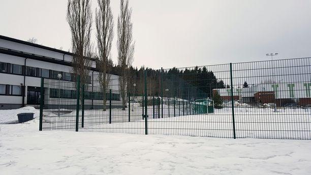 Toijalan yhteiskoulun uuden tekonurmen sponsoreiden huhutaan olleen Eurojackpot-voittajia. Kevät-talvella otetussa kuvassa siitä ei näy rahtustakaan paksun lumipeitteen takia,