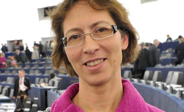 Ennakkosuosikkina KD:n puheenjohtajakisaan lähtenyt Sari Essayah palasi keväällä eduskuntaan menetettyään paikkansa Euroopan parlamentissa edellisvuoden vaaleissa.