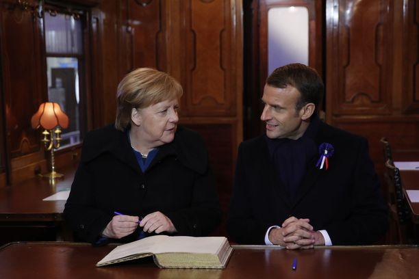 Merkel ja Macron istuivat junanvaunussa, jossa ensimmäisen maailmansodan aseleposopimus allekirjoitettiin 11.11.1918 kello 11.