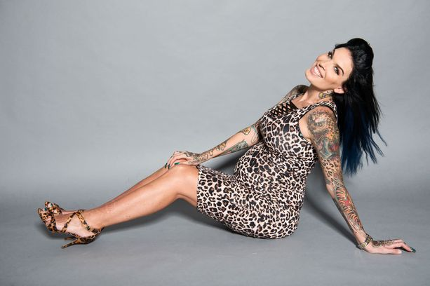 Sini Ariell tunnetaan pin up -mallina ja tatuointitaiteilijana.
