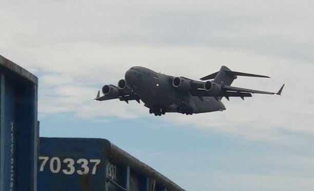 Helsinki-Vantaalla on viime aikoina näkynyt useita Yhdysvaltain lentokoneita.