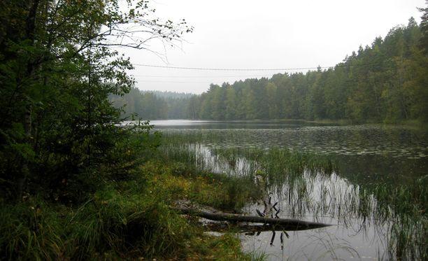 Poliisi pohtii, jatketaanko Nelan etsintöjä vielä järvestä.