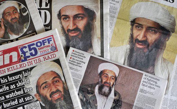 Osama bin Ladenin kuolemasta kertovia lehtiä Lontoossa toukokuun 5. päivä 2011.