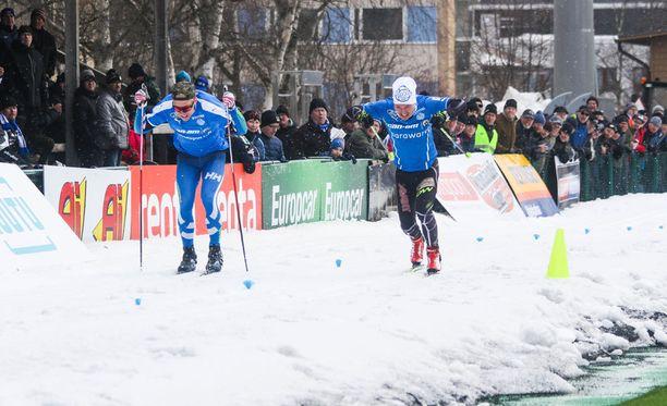 Jänkäderbyssä myös hiihdettiin kilpaa.