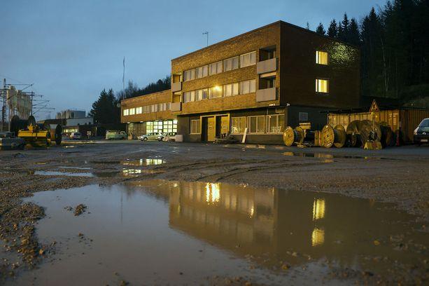 Vastaanottokeskukset ovat kärsineet kaikenlaisia vaurioita. Esimerkiksi täällä Rautaharkon vastaanottokeskuksessa Tampereella syttyi tulipalo joulukuussa 2015