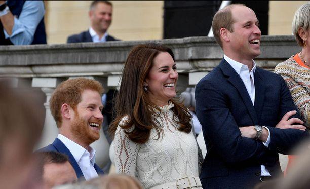 Harry edusti aiemmin toukokuussa yhdessä herttuaparin kanssa. Harrya ei ole vielä nähty yhdessä edustamassa Meghanin kanssa.