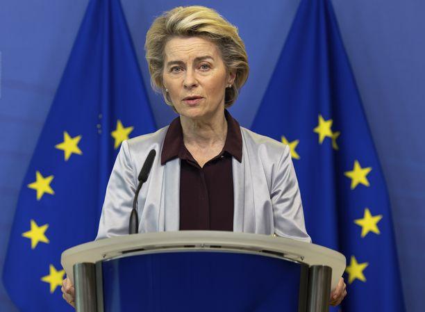 Euroopan komission puheenjohtaja Ursula von der Leyen ilmoitti kaupoista tiistaina Brysselissä.