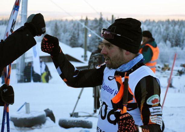 Lari Lehtonen heitti nyrkkivitoset voittonsa jälkeen.