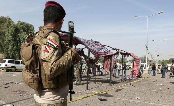 Ihmisoikeusjärjestö Amnestyn mukaan irakilaisjoukot ovat syyllistyneet mittavaan siviilien tappamiseen ja kiduttamiseen.