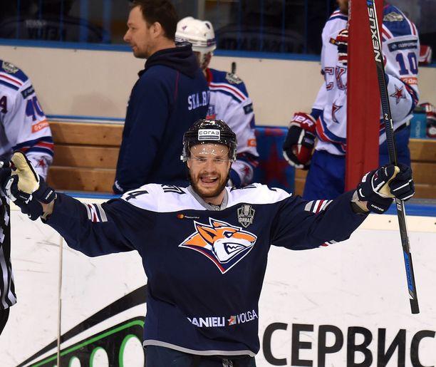 Santala tuuletti Magnitogorskin maalia Gagarin Cupin finaaleissa 2017, mutta Pietarin SKA voitti lopulta mestaruuden.