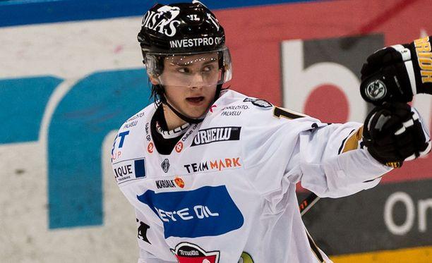 Sebastian Aho ampui ottelun voittomaalin jatkoajalla.
