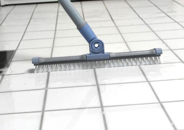 Saumaharjan teho perustuu kapeaan harjakseen, joka osuu juuri sinne, missä lika piilee. Samalla periaatteella toimii myös SINI-jynssäri.