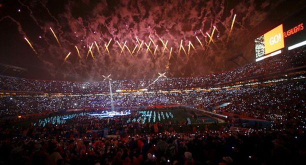 SPEKTAAKKELI Super Bowl oli tuttuun tapaan paljon muutakin kuin pelkkä urheilutapahtuma. Puoliaikashown aikana nähtiin muun muassa Princen esitys ilotulituksineen.