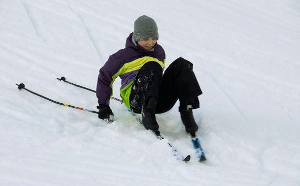 Pohjois-Suomessa lunta riittää, etelässä lapset eivät enää pääse kaikkina talvina hiihtämään.