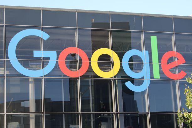 """Androidin pääkehittäjänä työskennellyt Andy Rubin lähti Googlelta vuonna 2014 luomaan omaa teknologiayhtiöitään """"hyvässä hengessä"""", mutta The New York Timesin mukaan hän sai potkut syyllistyttyään seksuaaliseen tekoon pakottamiseen. Yhtiön ylin johto pyrki pitämään asian todellisen laidan visusti salassa."""
