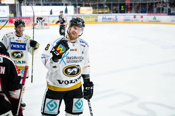 Jani Hakanpää on tällä kaudella ottanut aiempaa enemmän vastuuta Kärppien menestyksestä.