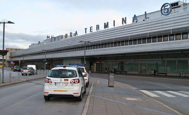 Mies matkusti Addis Abebasta Ruotsiin rahtikontissa.