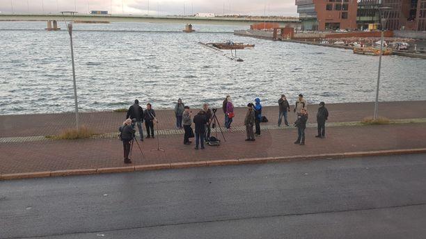 Ilja Janitskinin kannattajat järjestivät aamukahdeksalta Salmisaarenrannassa mielenilmauksen.