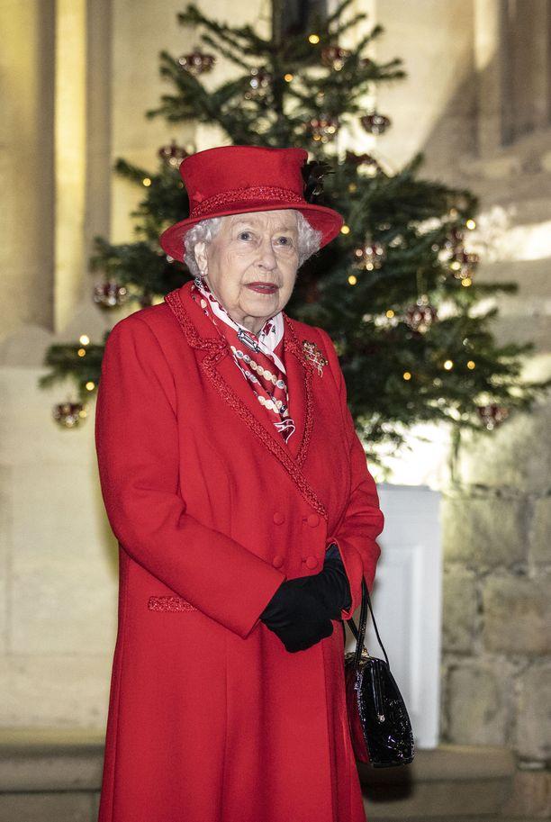 Kuningatar Elisabet on muodostanut brittihoviin uuden ydinryhmän.