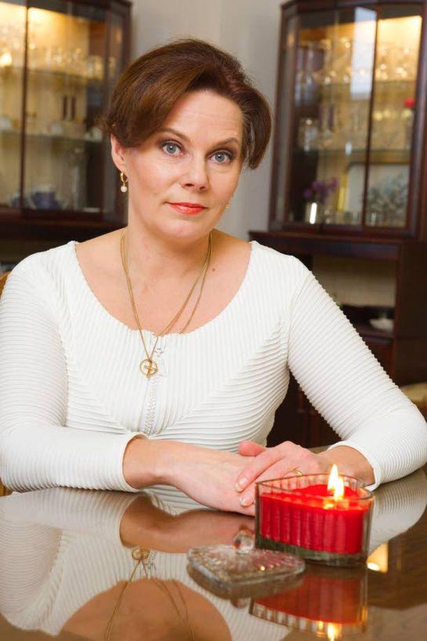 Vaimo Nina Mikkonen on taistellut urheasti miehensä rinnalla sairauskohtauksesta lähtien.