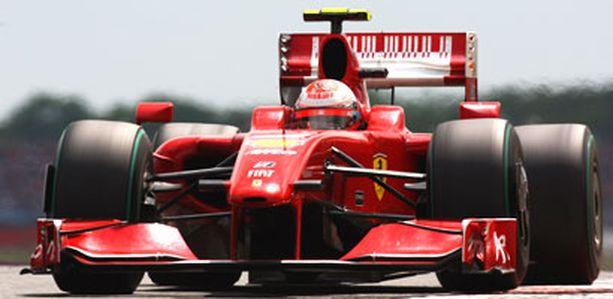 Kimi Räikkönen vaihtaa tulenpunaisen Ferrarin Fiatin ralliautoon heinä-elokuun vaihteessa.