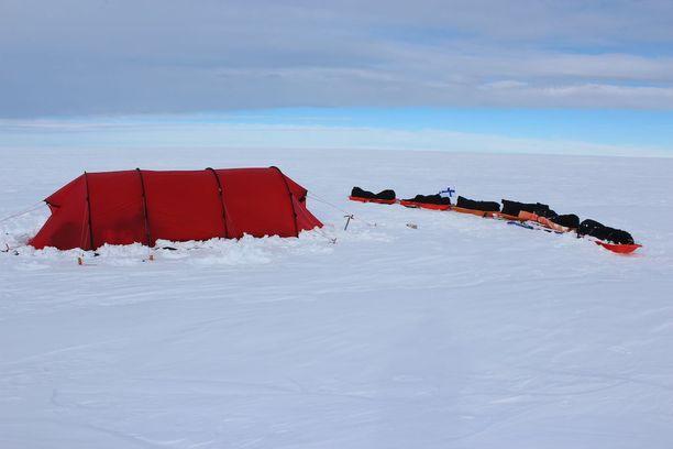 Retkikunta nukkui koko reissun ajan teltassa.