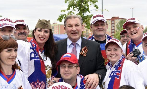 Venäjän jääkiekkoliiton (FHR) puheenjohtaja Vladislav Tretjak ei aio laskea hintoja.
