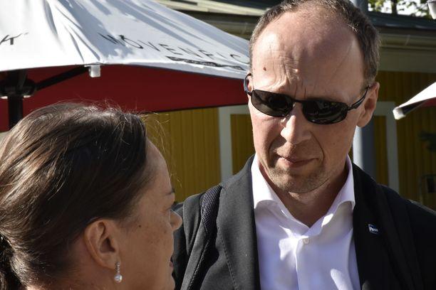 Jussi Halla-aho kommentoi sosiaalisessa mediassa  päivitystä. Kuva on toritapahtumasta Joensuusta viime kesältä.
