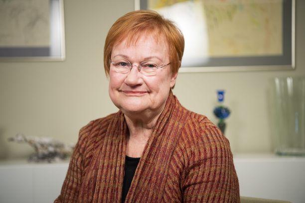 Presidentti Tarja Halosen koronalausunto ei miellyttänyt  THL:n tutkimuspäällikköä.