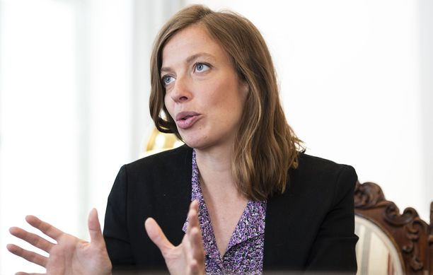 Opetusministeri Li Andersson lupailee kouluihin sitovaa mitoitusta psykologeista ja kuraattoreista.