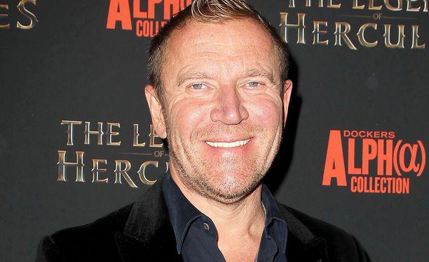 Renny Harlin on ohjannut muun muassa elokuvat Die Hard 2 - vain kuolleen ruumiini yli ja Deep Blue Sea.