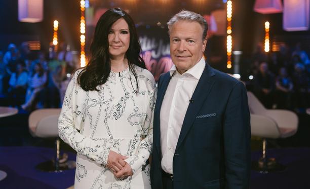 Elina Kiikko ja Ilkka Kanerva muistelevat hääpäivänsä ja lähettävät terveisiä vihkipapilleen.