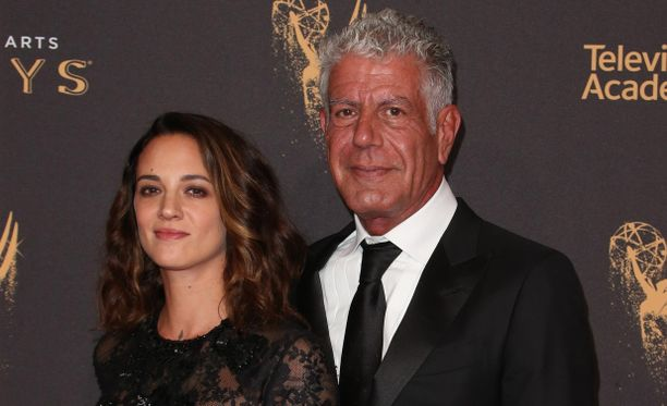 Anthony Bourdainin ja Asia Argenton suhteeseen kuului luonnollisena osana pettäminen, väittää Argento Daily Mailn haastattelussa.