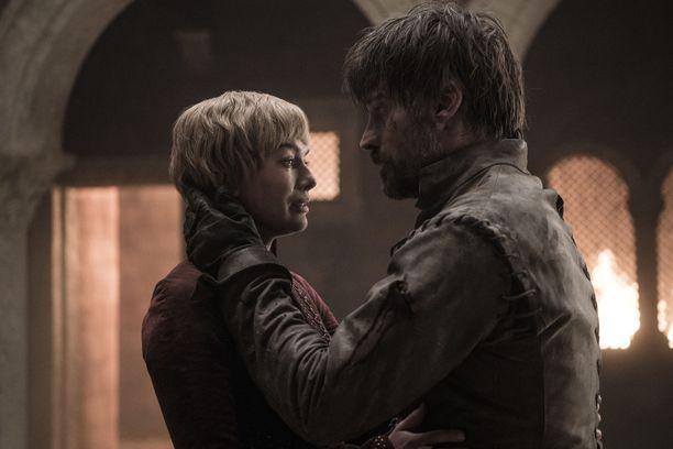 Fanit pettyivät myös kuningatar Cersein ja hänen veljensä Jaimen koruttomaan loppuun.