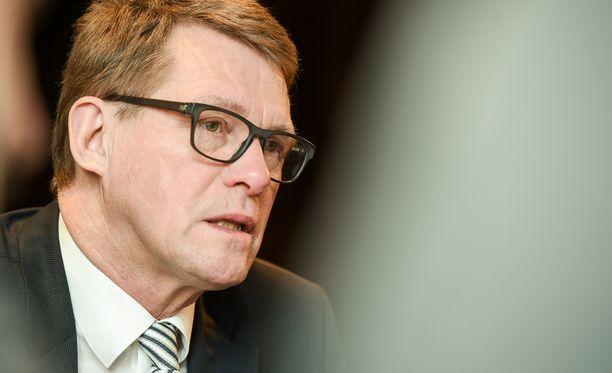 Matti Vanhasen lisäksi keskustan todelliset vahvat nimet presidenttiehdokkaiksi ovat Olli Rehn ja Esko Aho, kirjoittaa Juha Ristamäki.