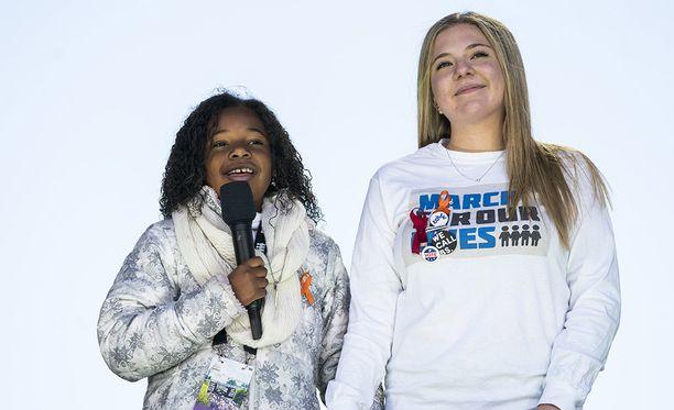 Washingtonin marssilla puhuivat muun muassa Yolanda Renee King (vasemmalla) ja Jaclyn Corin.
