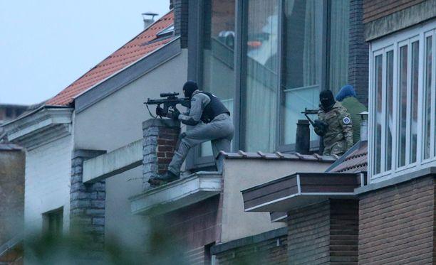 Belgian poliisivoimien tarkka-ampuja surmasi ratsian yhteydessä ammuskelijan.
