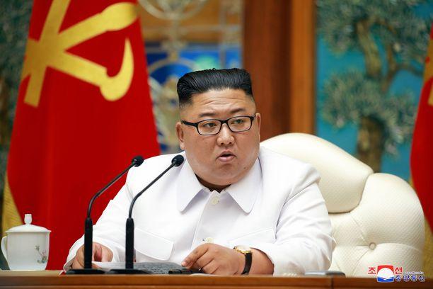 Pohjois-Korean johtaja Kim Jong-un julisti maahan hätätilan epäillyn koronavirustartunnan takia.